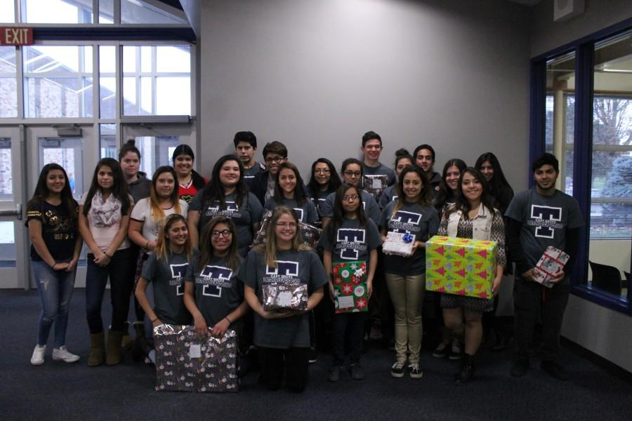 The+Latino+Leadership+Club+assisted+with+Interact%27s+Christmas+present+donations.