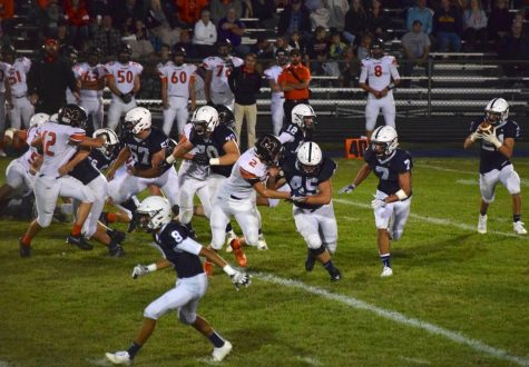 Buss's 4 TDs lead Trojans to Homecoming victory